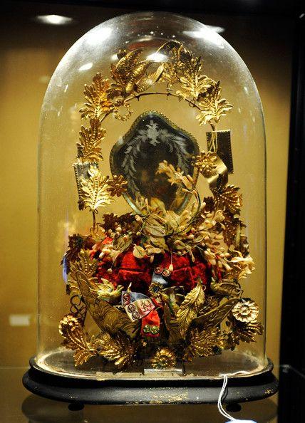 Globe de mariee belonging to Barbra Streisand