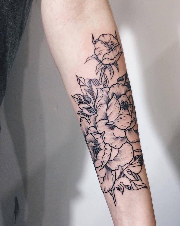 tatouage rose femme symboliques styles et tendances pour les curieuses et les passionn es. Black Bedroom Furniture Sets. Home Design Ideas