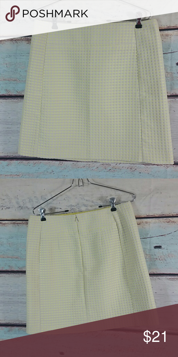 "Ann Taylor Loft Biege Yellow Skirt Size 8 Gently used  61% Polyester, 39% Cotton   Length 18 "" , waist 32 "" Ann Taylor Skirts Pencil"