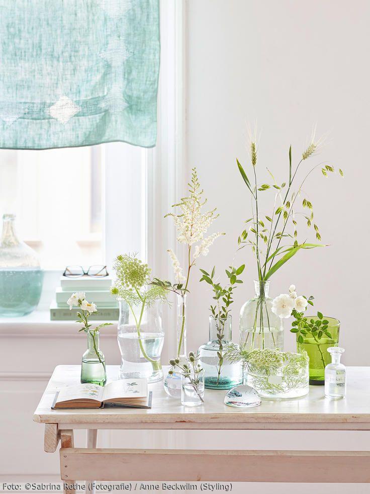 Glasvasen Mit Zarten Zweigen Und Blüten Sind Eine Tolle Deko Idee! Mehr  Inspiration Und