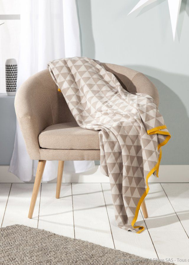 shoppez le plaid douillet qu 39 il vous faut pour votre canap coussins et plaids cushions. Black Bedroom Furniture Sets. Home Design Ideas