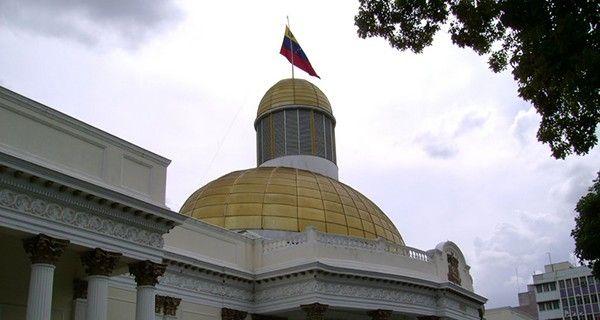 Rafael Guzmán: Ejecutivo busca evadir las competencias de la Asamblea Nacional El legislador opositor Rafael Guzmán explicó que el Ejecutivo debe contar co