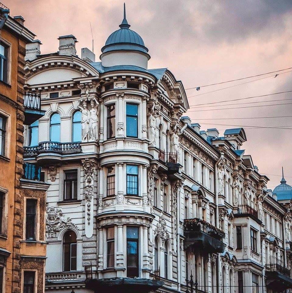 пришлось искать фото необычных зданий в санкт петербурге таким