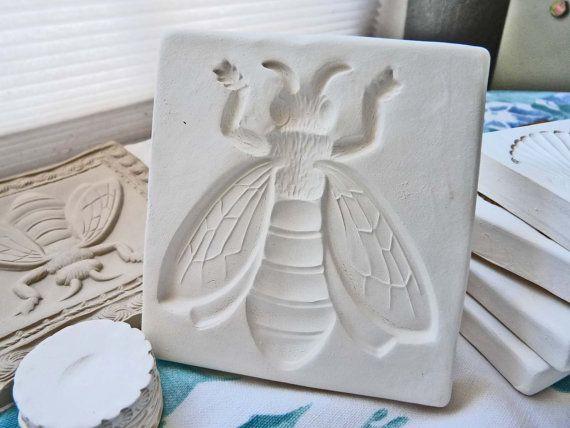 "Plaster concrete small bee plastic mold 8.25/"" x 3//4/"" thick"