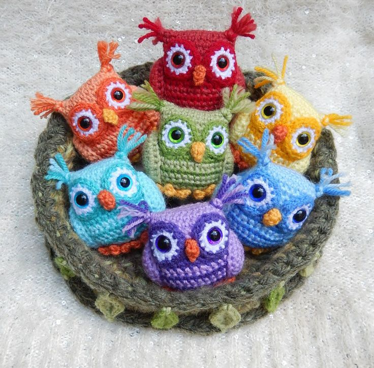 """Free pattern for """"Rainbow Nesting Owls""""...Love these!!!"""
