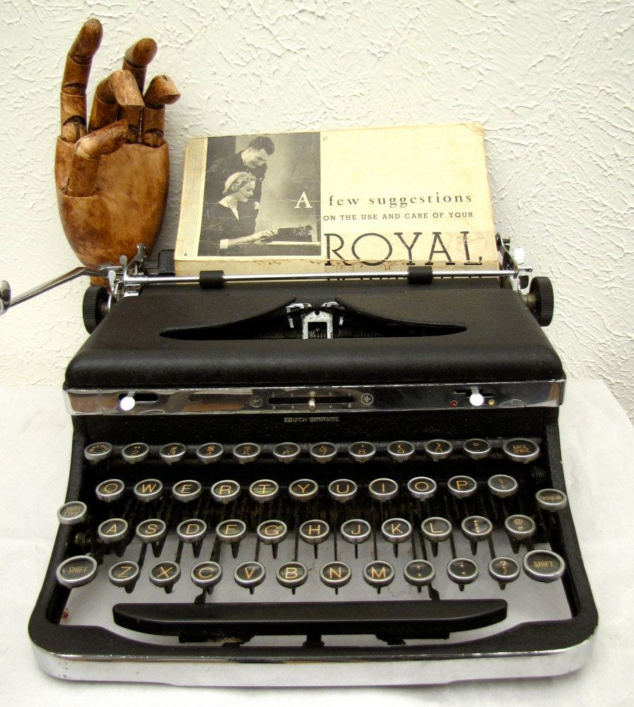 Vintage Royal Typewriter De Luxe 1930s Portable With Original Wooden Case Glass Keys Deluxe Royal Typewriter Typewriter Wooden Case