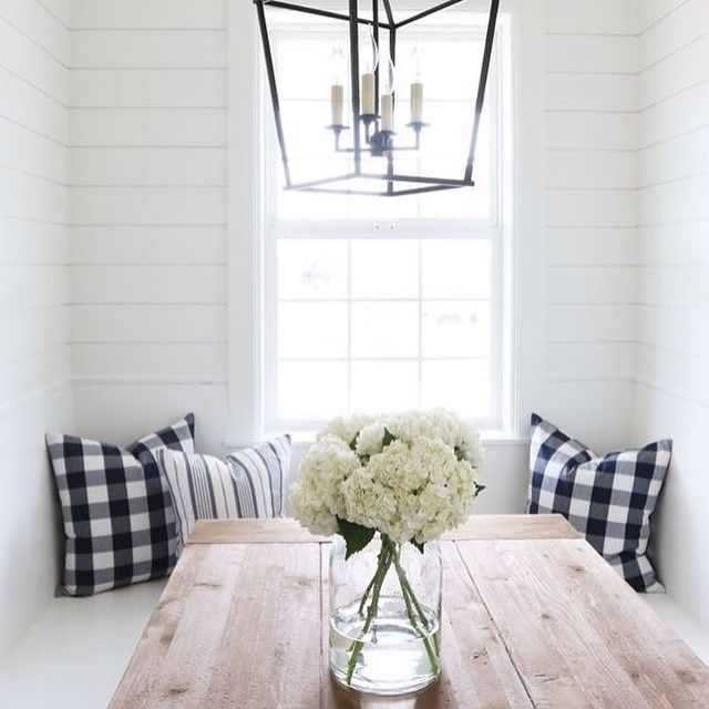 I have a mad crush on buffalo checks lately. Anyone else feelin it?! Although this trend is timeless you do want to gauge your commitment with it. The good news is you can go big with it or use it in a modest way, like with these pillows in this beautiful kitchen banquette by @studiomcgee. I am sharing some  more fun ways to use them over @betterhomesandgardens. The link is in the profile above. Have a happy day friends! #bhg #studiomcgee #stylespotters #stylingtips #styling #buffalochecks…