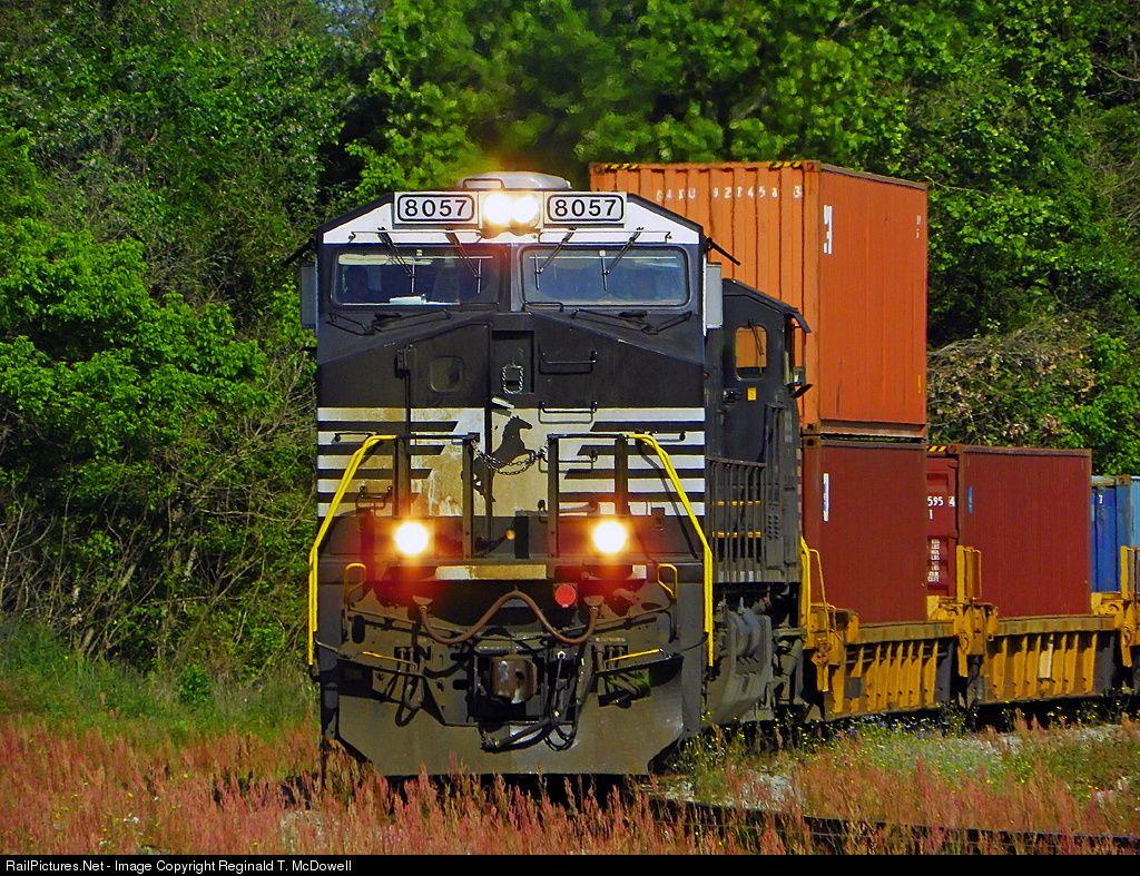 Photo NS 8057 Norfolk Southern GE ES44AC