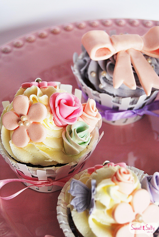 Cupcake Baunilha com recheio creme de leite condensado