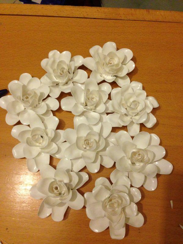 Flores hechas con cucharas de pl stico ideas - Manualidades con vasos de plastico ...