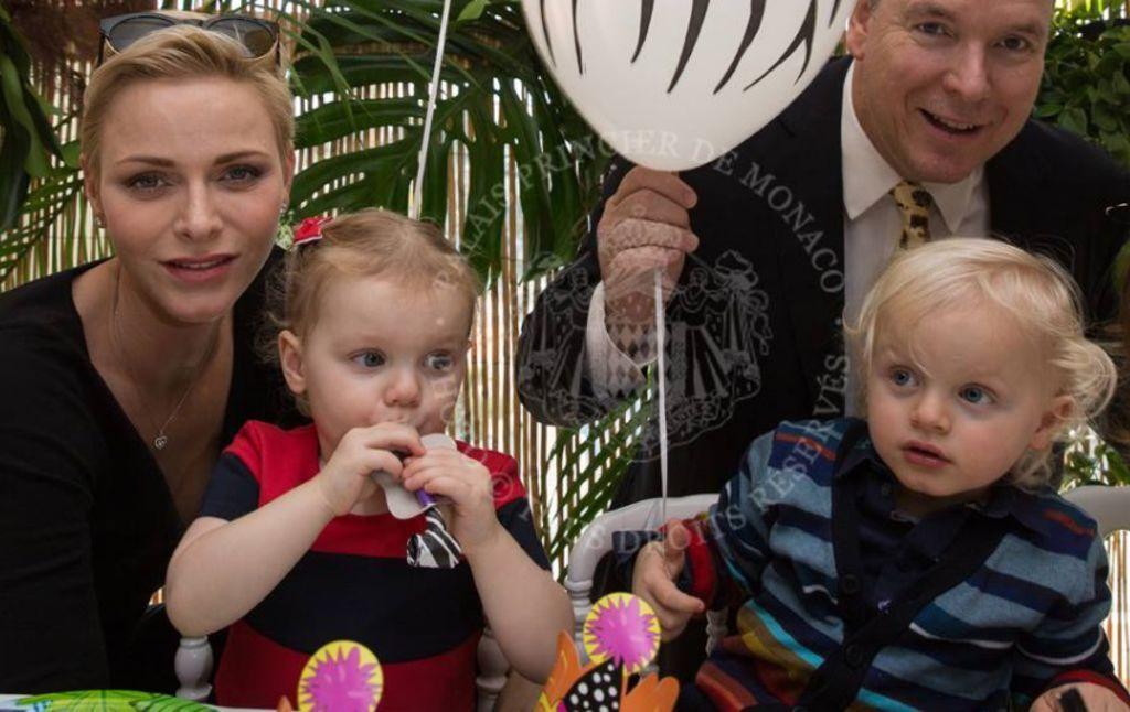 Le prince Albert et sa femme Charlène à l'anniversaire de leurs jumeaux, Jacques et Gabriella