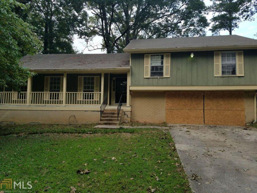 2079 Ashley Pl, Riverdale, GA 30296 Garage doors, Home