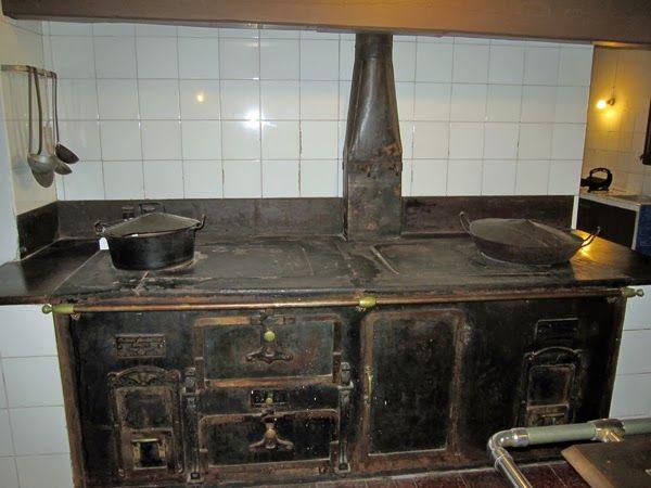 brilliant 17th century kitchen equipment large cast iron wood stove - Brilliant 17th Century Kitchen Equipment Large Cast Iron Wood