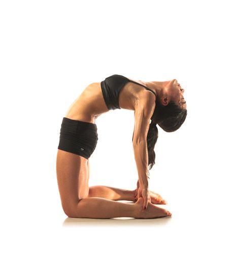 4 exercices de yoga contre le mal de dos more yoga and yoga fitness ideas. Black Bedroom Furniture Sets. Home Design Ideas