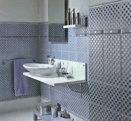 Modern bathroom with a combination of tiles in ceramic glass stone