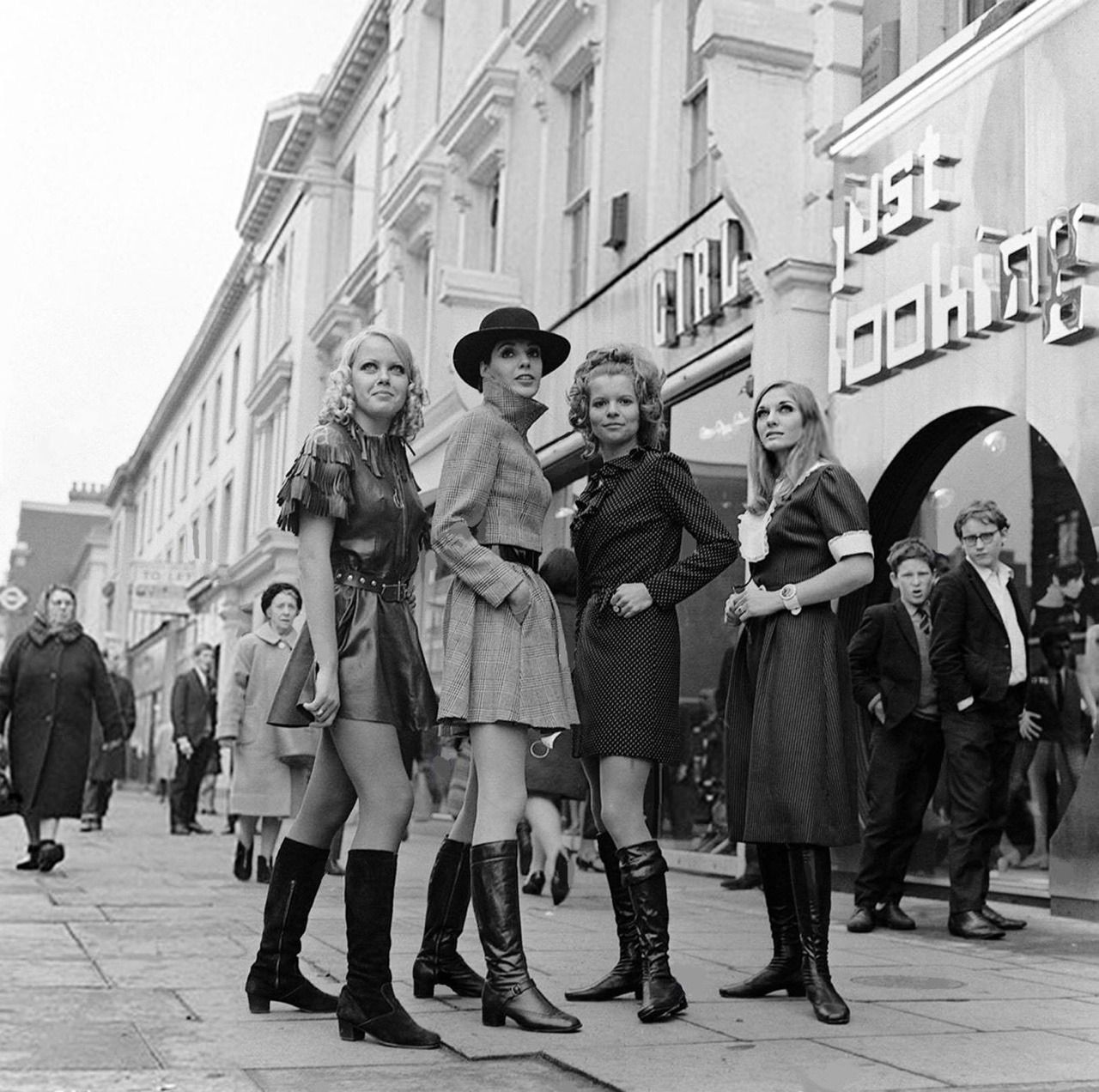 Swinging London November 1967 Opening Of A New Boutique Just Looking On The King S Road Chelsea London Girls In Love England Fashion I Love Girls