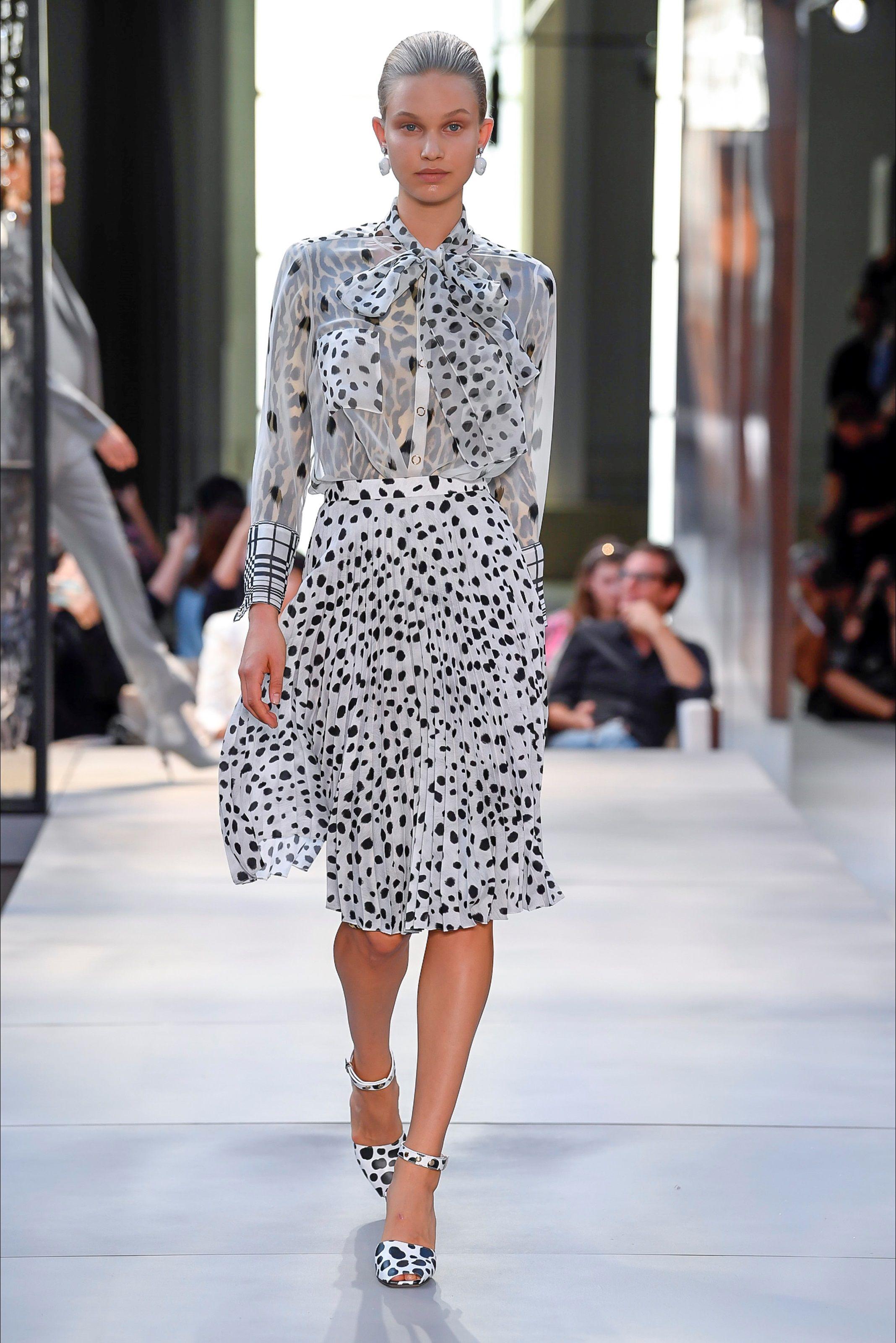 Sfilata Burberry Londra - Collezioni Primavera Estate 2019 - Vogue Sfilata  Di Moda c5aadee1676