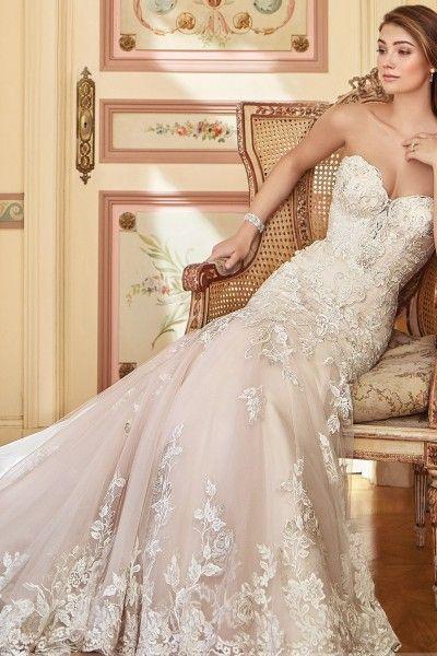 Suitable Lace Sweetheart Sheath/Column Sleeveless Court Train Lace ...