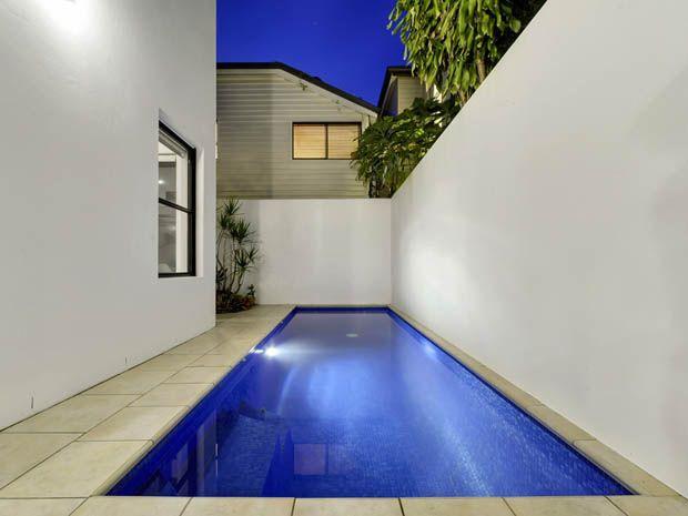 แบบสระว่ายน้ำ ขนาดเล็ก ข้างบ้าน