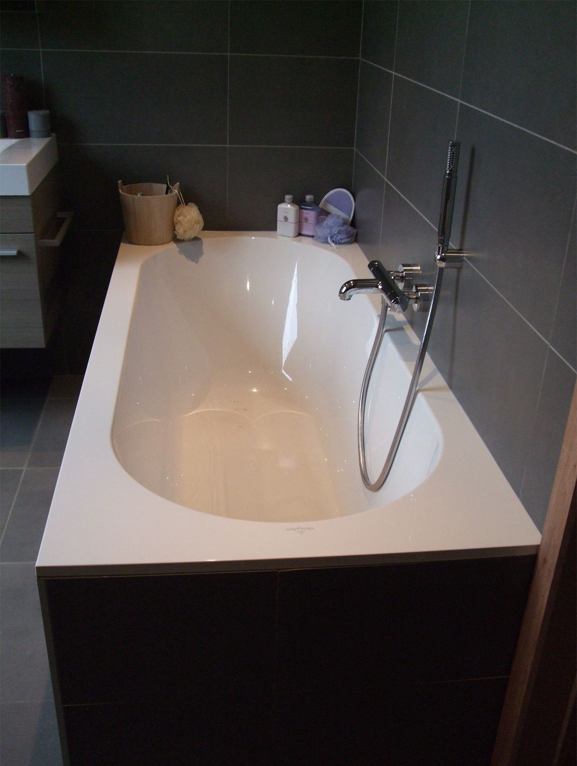 bad afgewerkt met tegels bad villeroy boch oberon bad pinterest bath. Black Bedroom Furniture Sets. Home Design Ideas