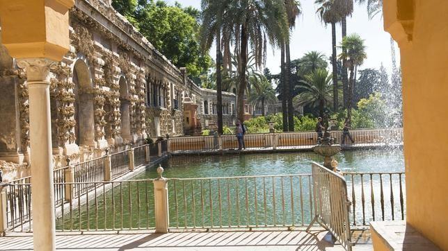 """El estanque de los Reales Alcázares ,al que se refiere Cernuda en """"Jardín Antiguo"""" ,"""