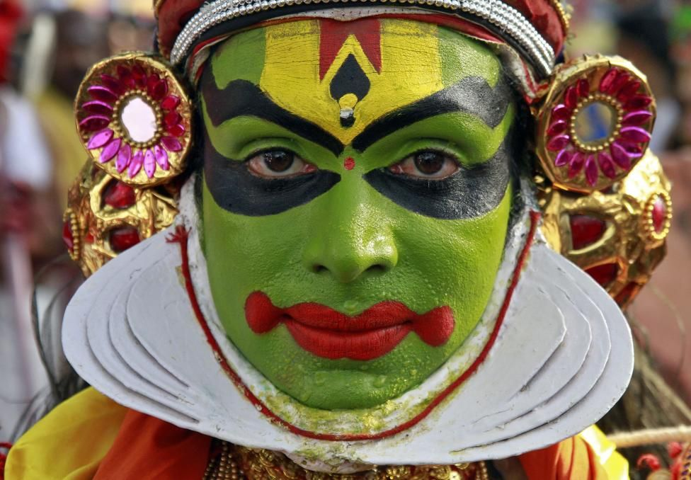 A Kathakali dancer attends the 31st Cochin Carnival at Fort Kochi in the southern Indian city of Kochi January 1, 2015. The Carnival is held annually to welcome the start of the New Year. REUTERS/Sivaram V