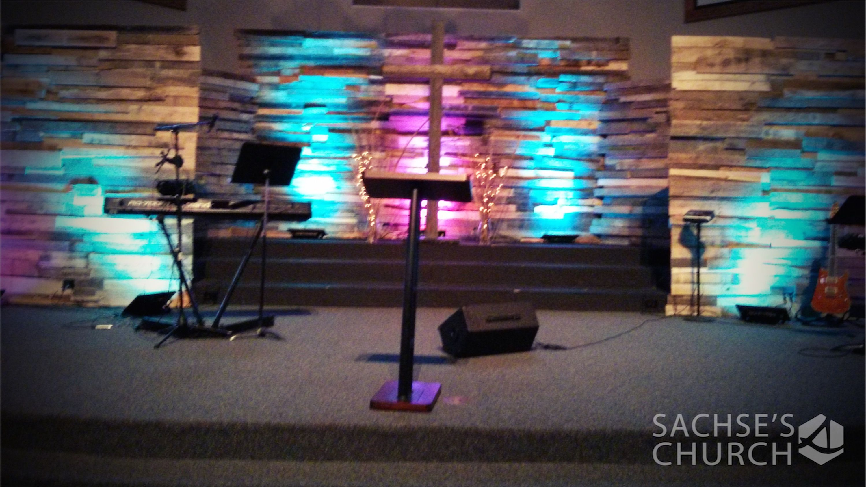 adam west from sachses church in sachse tx brings us this mixture of pallets and stage backdropsbackdrop ideaschurch stage designstage lighting church - Small Church Stage Design Ideas