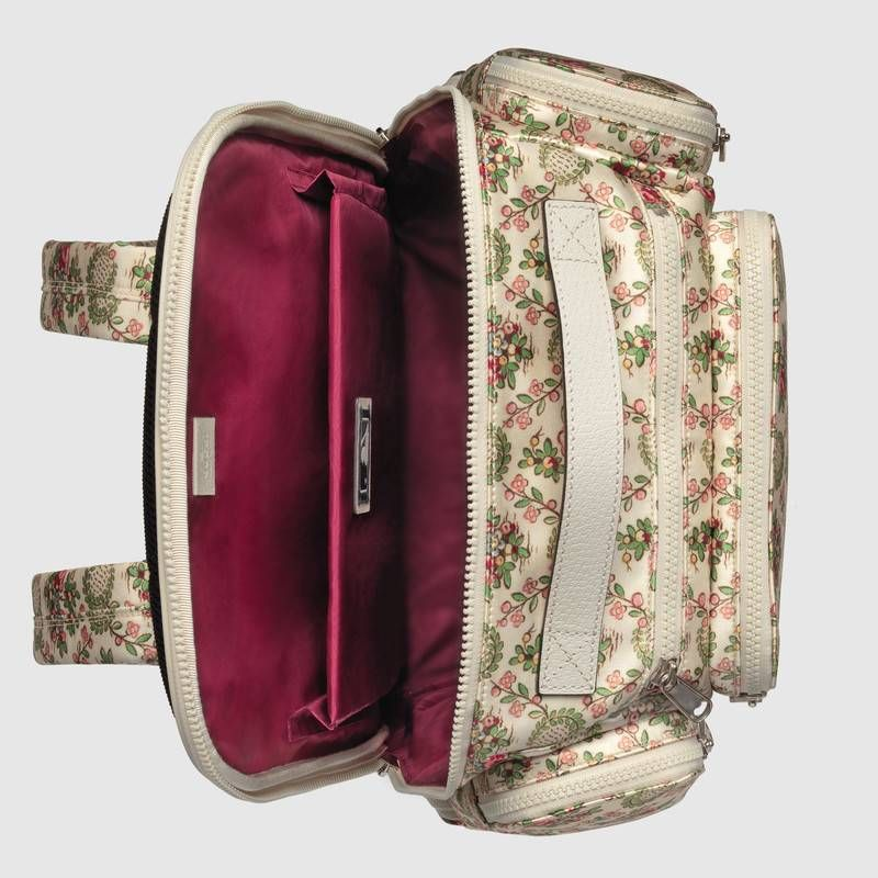 224cfa05813d Gucci Large backpack with NY Yankees™ patch Detail 7 | Prendas ...