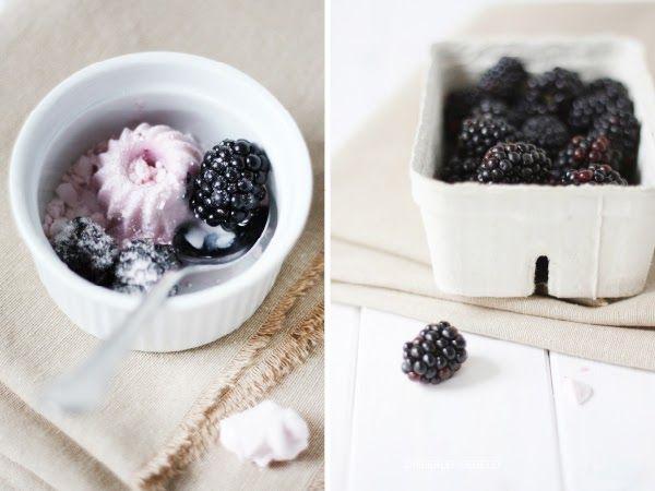 Icecream mini bundt with buttermilk, yoghurt, blackberries and meringue (Buttermilch-Joghurt-Mini-Eisgugl mit einem Hauch Brombeere und Baiser) by http://dreierlei-liebelei.blogspot.de