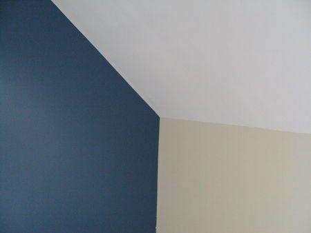Peintures bleu baltique et blanc ivoire d co nouvelle for Peinture chambre bleu