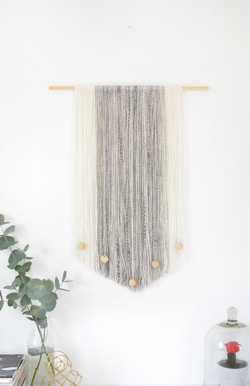 Diy yarn wall hanging yarn wall hanging yarn colors and for Yarn wall art