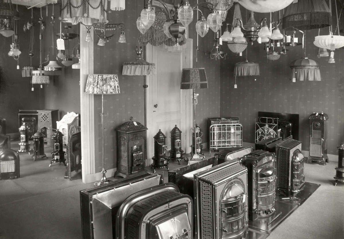 Interieur van winkel in sanitair kachels en lampen in amsterdam