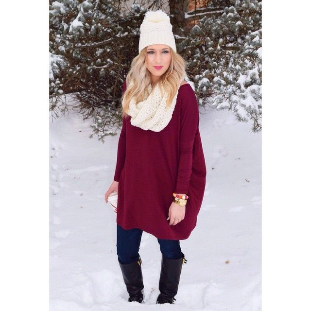 Love this snow day outfit by @theblondeconfetti. So comfy cozy but also chic!