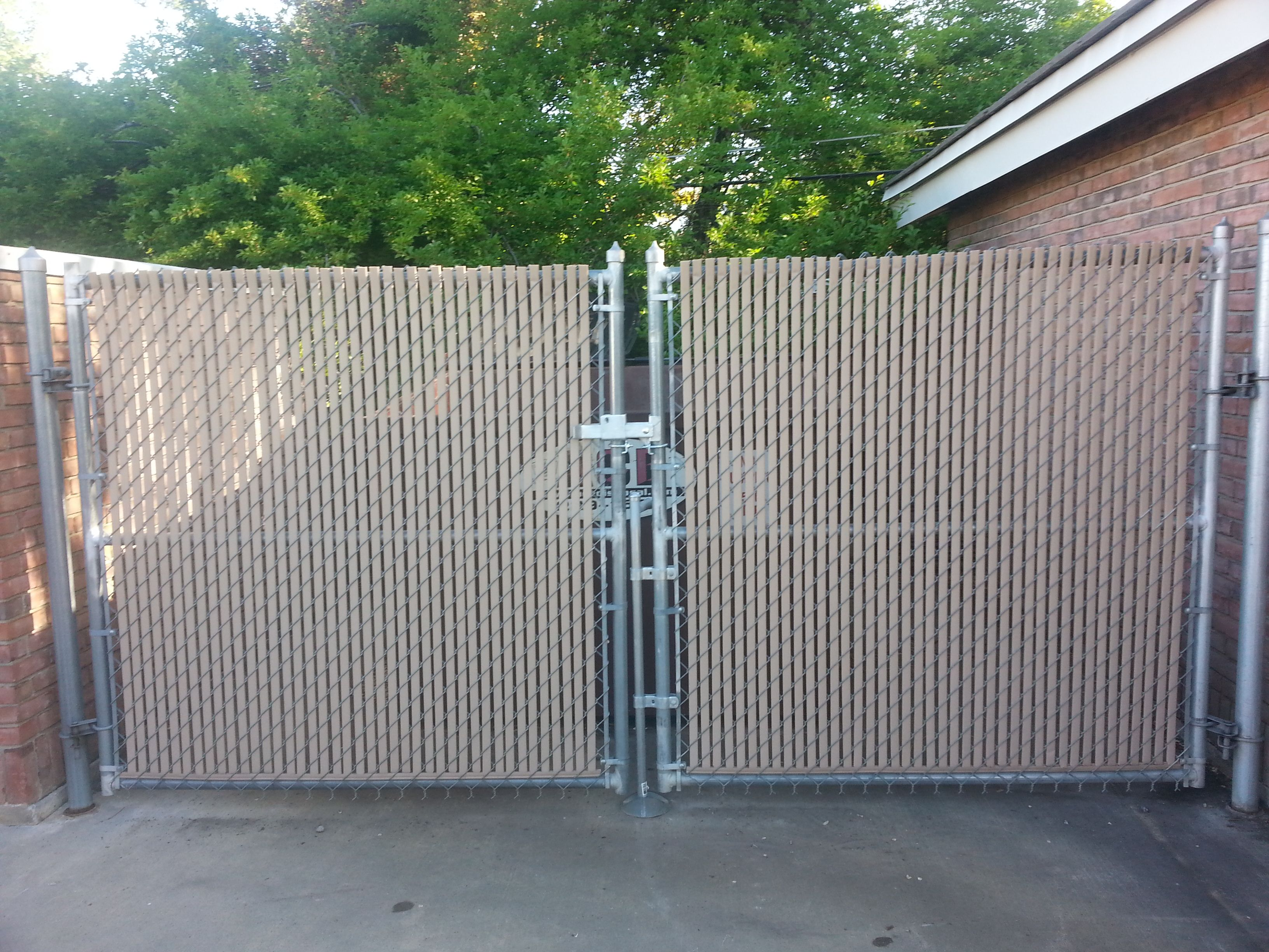 Privacy screen for chain link fences - Walk Gate Chainlink Galvanized Wire Tan Privacy Slats