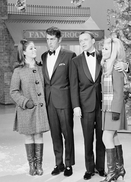 Dean Martin Christmas.Dean Martin And Frank Sinatra Perform With Daughters Gail