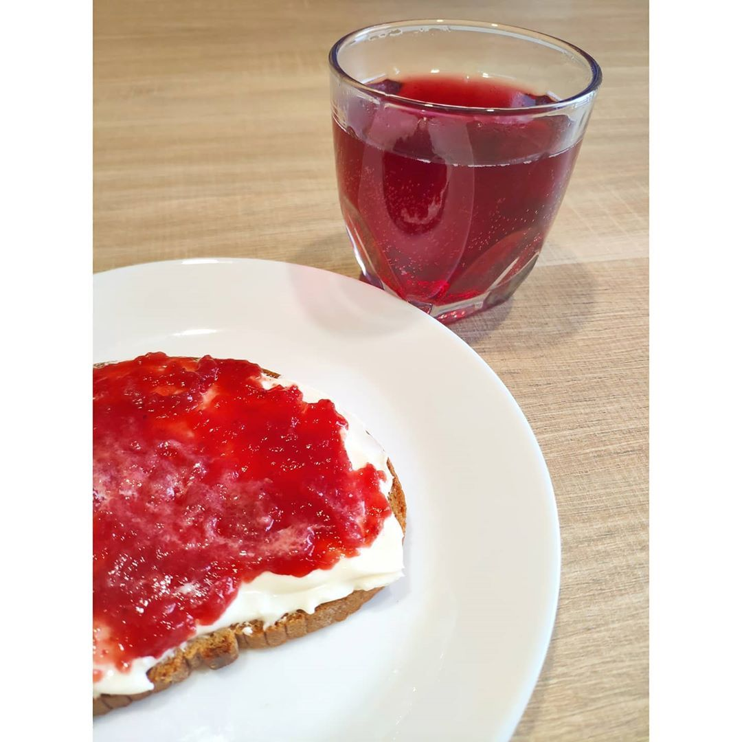 Merenda in rosso 💋  #healthyfood #healthygirl #healthyliving #healthyeating #healthcare #healthymeal...