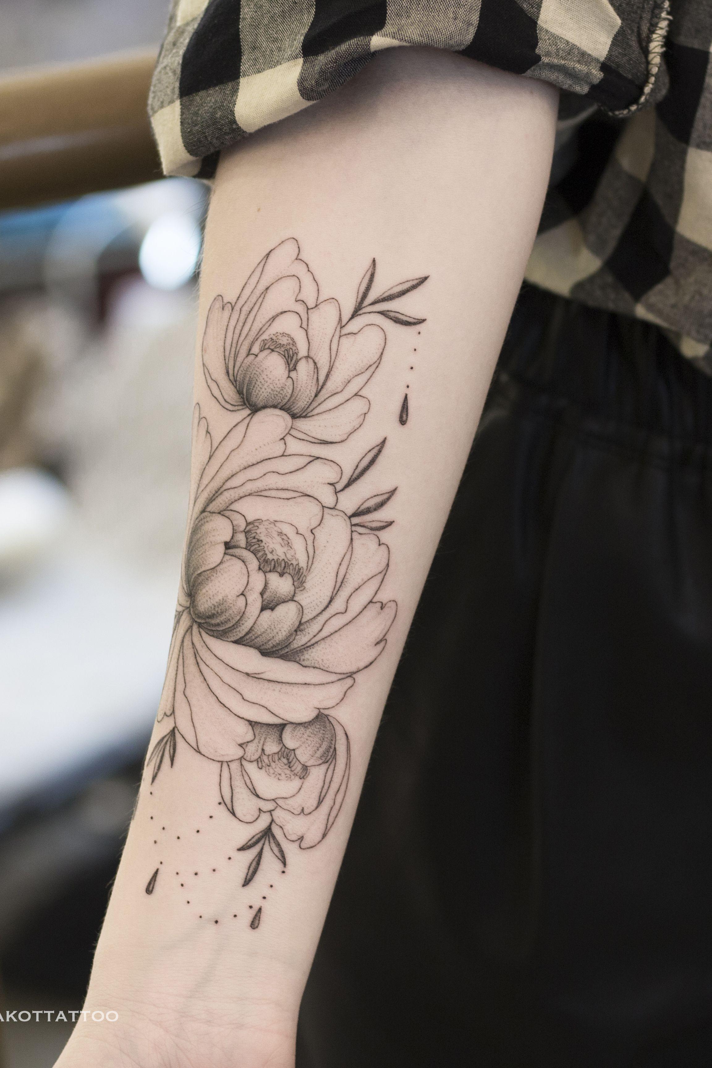 тату для девушек черно белые цветы пионы в графике тату цветы