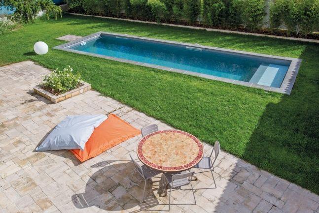 l 39 herbe et l 39 eau tr s doux aux pieds des baigneurs le gazon reste un environnement dont on. Black Bedroom Furniture Sets. Home Design Ideas