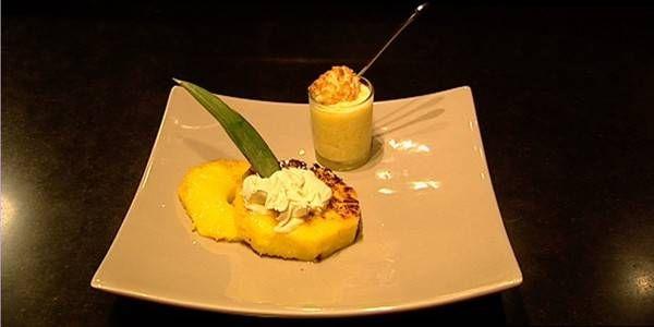 Gebakken ananas met ijs