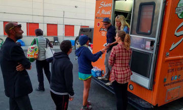 This Food Truck Serves Free Burritos To Homeless People In Los Angeles Huffington Post Food Truck Burritos Homeless People