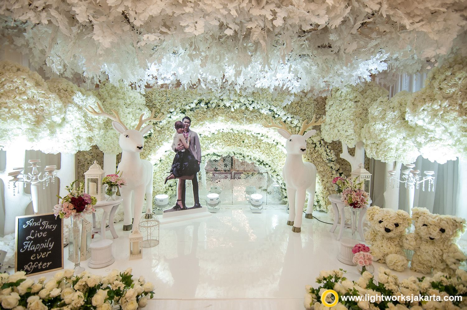 Beautiful wedding foyer for tommy and fefe wedding reception at beautiful wedding foyer for tommy and fefe wedding reception at raffles jakarta created by grasida junglespirit