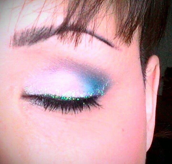 Let it snow, eye makeup