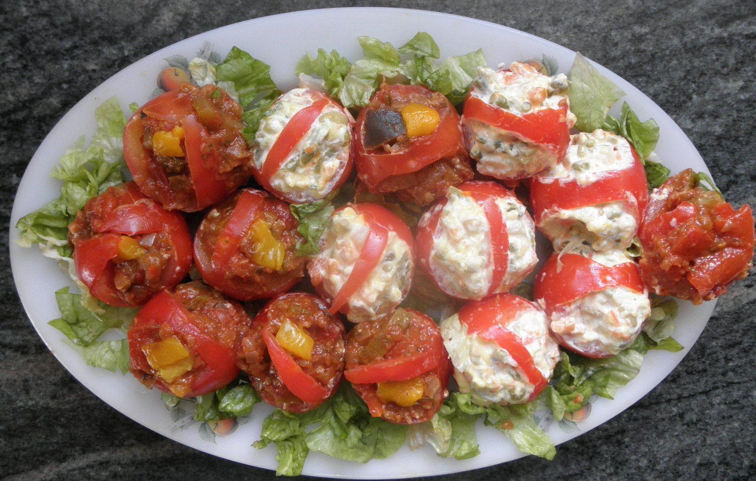 Petite entrée tomates à la macédoine de légumes et à la  ratatouille