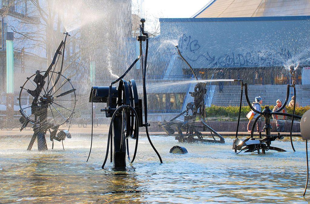 Basel Fasnachts Brunnen Von Jean Tinguely Basel Brunnen Und