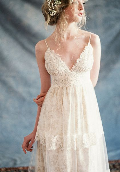 Rustic chic sums up our Thyme wedding dress. Delicate floral toile cotton has a tulle overskirt with antique cotton lace trim. The simple V-neck front and back