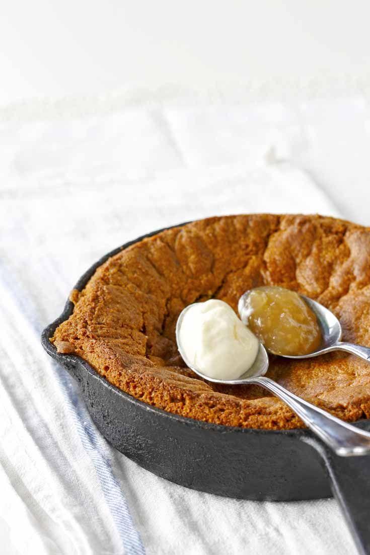 """Oven baked """"cookie"""" with ice cream and apple jam. Kotivinkki 17/2013 Story: Piia Helasto Photo: Joonas Vuorinen www.kotivinkki.fi"""
