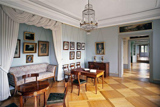 Das wohnzimmer von herzogin franziska von hohenheim in - Biedermeier wohnzimmer ...