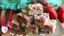 Rhubarb season! Strawberry rhubarb crumble bar (Stephanie Eddy/Stephanie Eddy for The Globe and Mail)