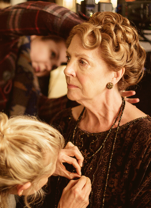 "Penelope Wilton bts of s5 on ""Downton Abbey""."