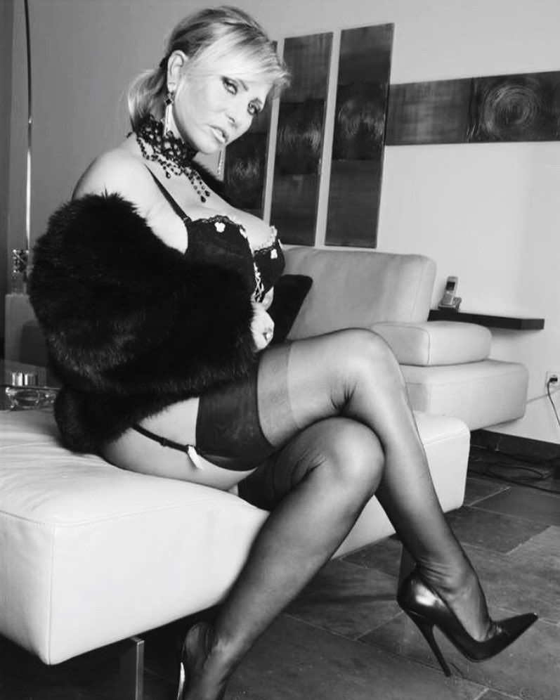 50c63a877000 The stunning  lady.barbara.censored   stockings  garterbelt  heels ...